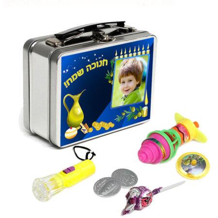 מתנות לחנוכה לגני ילדים - ערכה לחנוכה במזוודת מתכת